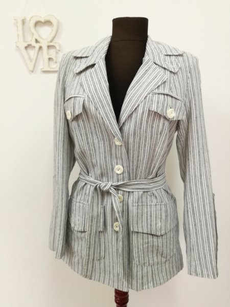 Дамско сако с коланче на райе